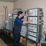 Инженер ЭРТОС за работой