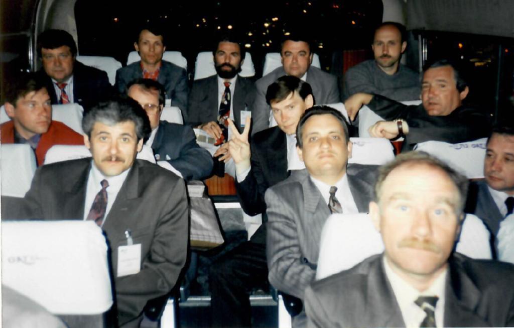 1995 ИФАТКА. Израиль (Секор Газа) Во 2 ряду слева; Аветов А и Гаршин О.. В 3 ряду- Ежов В., некрасов Б. В 4 ряду слева на право - Майоров А. Фарисей Ю. Конусенко В. Тытарь Д. Титов А.