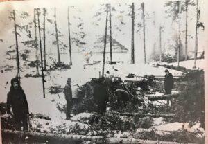 Начало строительства аэродрома Ханты-Мансийск. Вырубка леса конец 60-х годов.