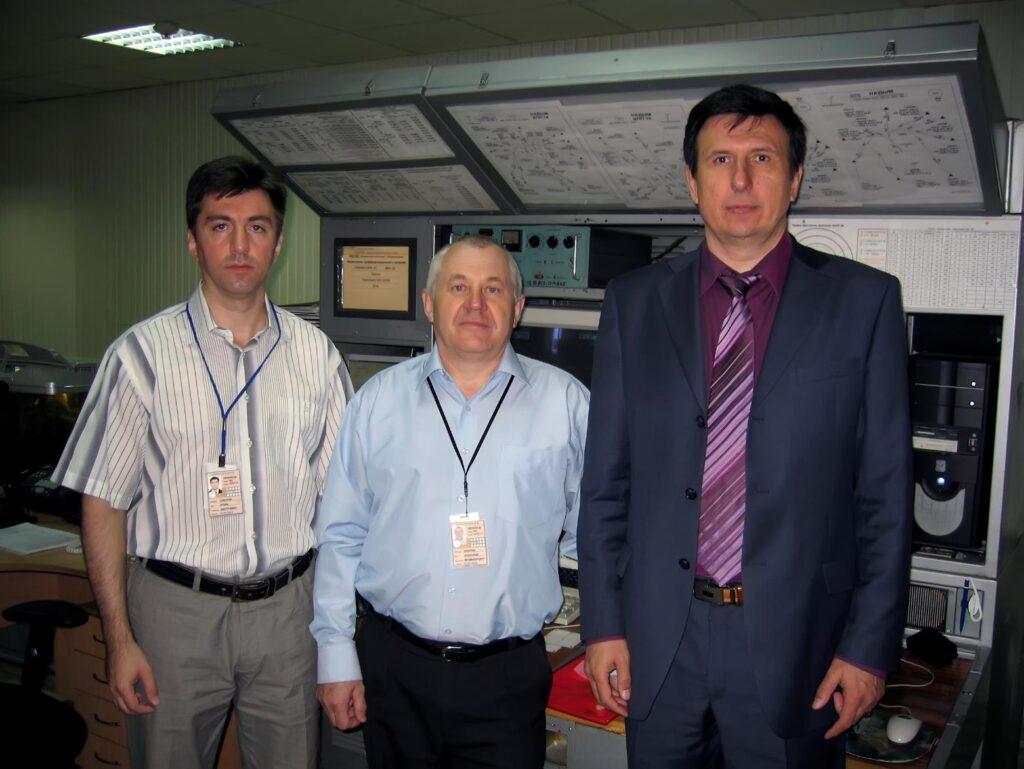 2012 г., начальник службы движения Соколов И.Д, руководитель полётов Никитин А.В., начальник Надымского центра ОВД Попов В.В.