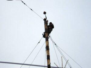 Лесовой Р.В. – Замена силового кабеля питания огней ЗОЛ на 30-ти метровой мачте ВЧ антенны. 2010
