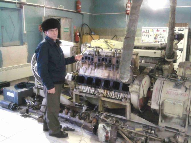 Машинист ДВС ОТГ – Пленкин А.Н. Агрегатная (ДЭС ДГМА-75) на объекте ПРЦ, совмещенный с ДПРМ-316, 2010 г.