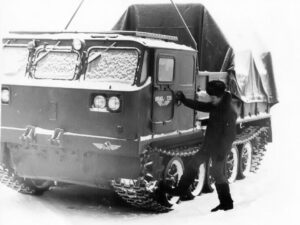 Милежик А.П. Гусеничный тягач. 1986 год.