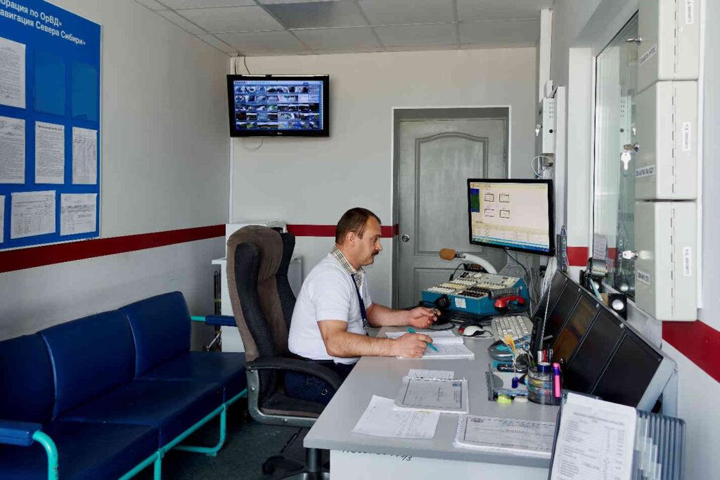 Рабочее место сменного инженера службы ЭРТОС 2015 г. Сменный инженер по радионавигации, радиолокации и связи службы Вальчук О.В.