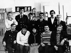 Работники базы ЭРТОС Надымского ОАО, ЛАЗ КДП, 1984 г.